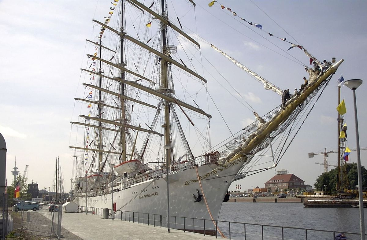 Dar Młodzieży polish tall ship photo