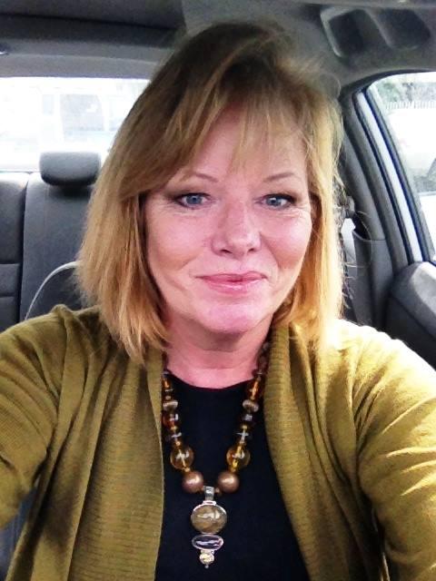 Shelly Smith of ESPN is a Paula Bills jewelry fan
